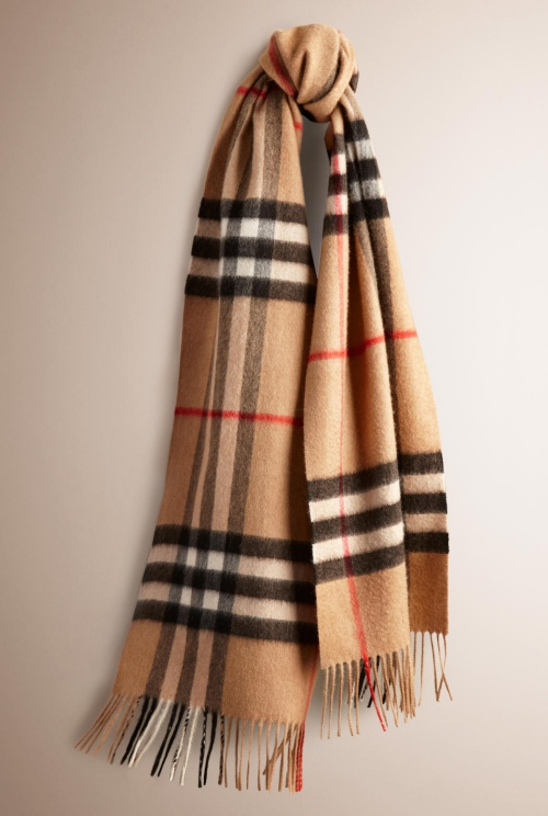 Burberry Classic Cashmere Scarf in Heritage Check